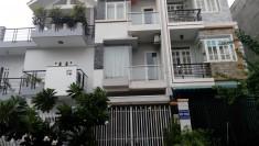 Cho thuê biệt thự quận 2, 7.5x20m, 4 phòng ngủ, vị trí đẹp, sát đường song hành, giá 41 triệu/tháng